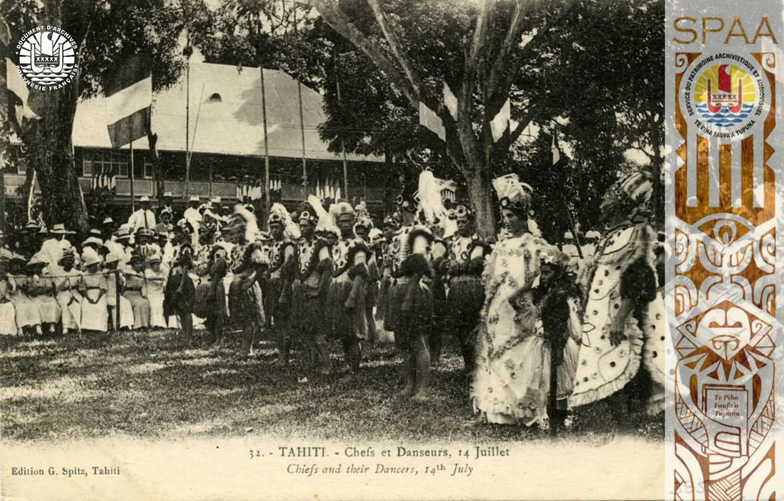 Ha'amana'ora'a, Souvenirs 24: « 32. – TAHITI – Chefs et Danseurs, 14 Juillet – Chiefs and their Dancers, 14th July »